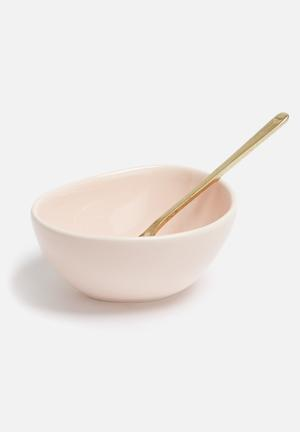Love Milo Pink Bowl & Gold Spoon Dining & Napery Porcelain & Brass Plated Metal Spoon