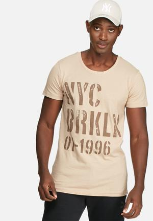 Basicthread Graphic Scoop Tee T-Shirts & Vests Stone