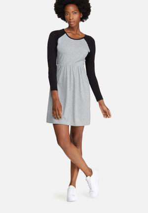 Daisy Street Ruche Waist Dress Casual Grey & Black