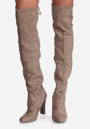 Steve Madden Gorgeous Boots Taupe