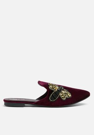Missguided Embroidered Bee Velvet Mule Pumps & Flats Burgundy