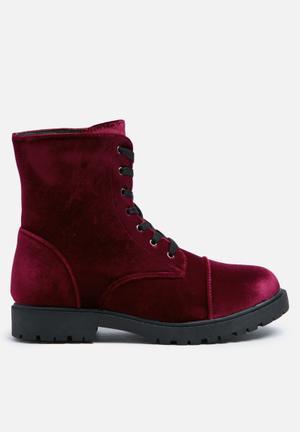Truffle Colt Boots Burgundy