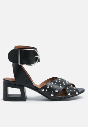 Truffle Lock Heels Black