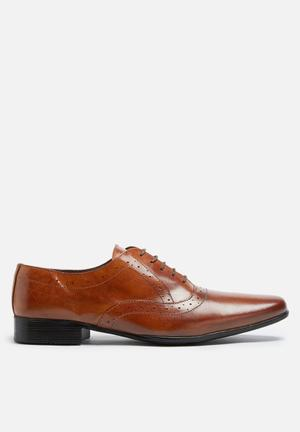 Basicthread Raymond Leather Brogue Formal Shoes Tan