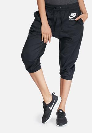 Nike International Capri Pants Bottoms Black