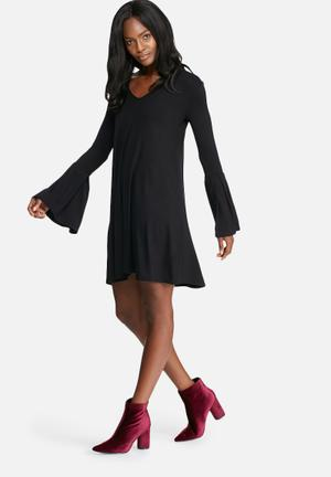 Dailyfriday V-neck Swing Dress With Pleated Cuff Casual Black