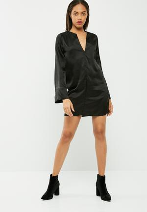 Missguided Satin V Neck Oversized Cuff Dress Casual Black