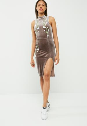 Missguided High Neck Velvet Embroidered Midi Dress Occasion Dusty Mauve