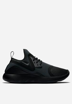 Nike LunarCharge Essential Sneakers  Black / Volt