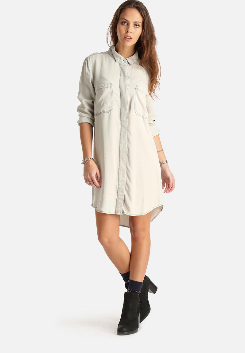 Cloud oversized denim shirt light grey vila shirts for Ladies light denim shirt